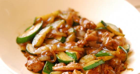 Stir-fried Zucchini and Onions